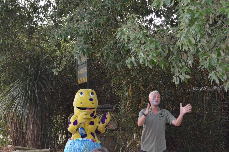 Roarr! Dinosaur Adventure Dippy's Birthday Disco Dancing