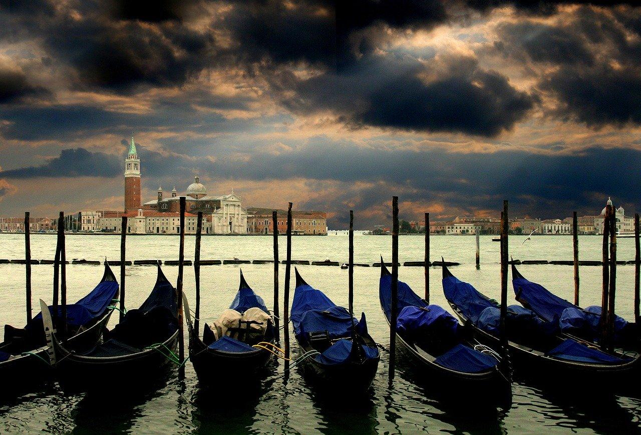 Gondolas budget travel in Italy